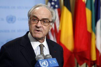 Jean-Marc de la Sablière speaks to journalists following a meeting of the UN Security Council in May 2007. Photo: UN Photo / Eskinder Debebe