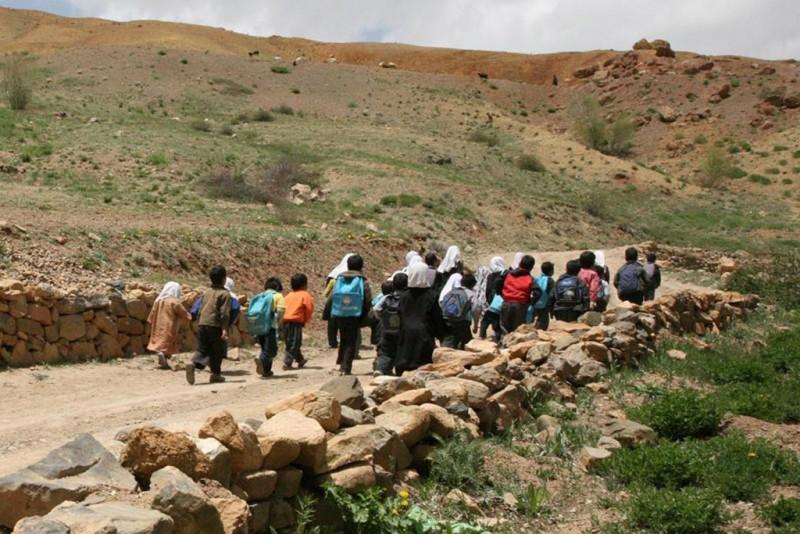 Афганские дети идут в школу